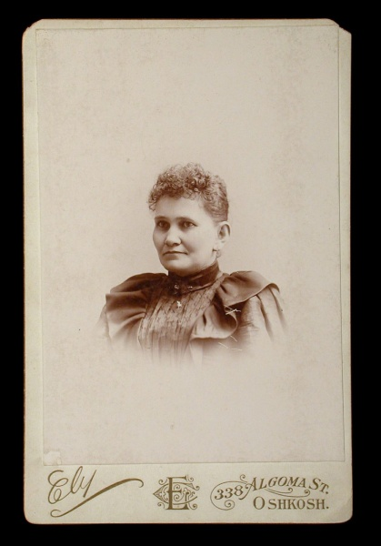 File:Woman.port.Coll.Sil overall.jpg